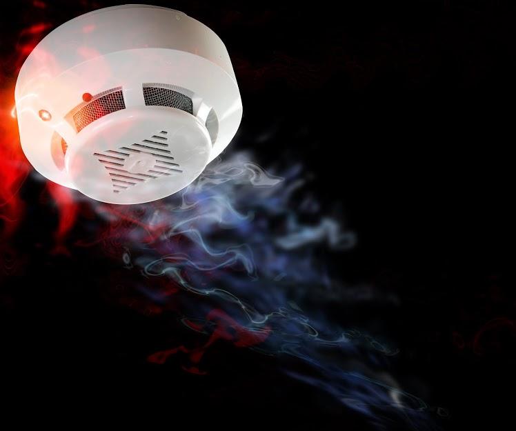 Многодетным и малоимущим семьям в Чехове установят в квартирах пожарные датчики