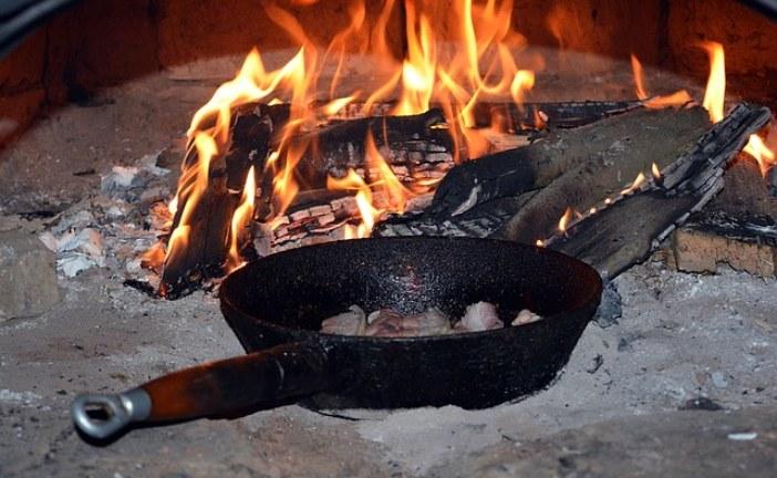Как отмыть чугунную сковороду от нагара