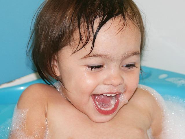 Как превратить купание вашего малыша в игру?