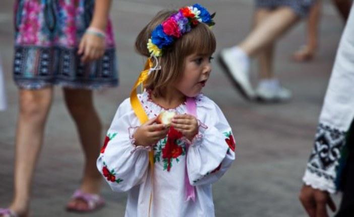 Вышиванка для девочки – отличный наряд для маленькой модницы