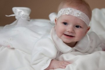 Как нарядить ребенка для крестин?