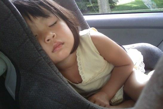 Ребенка укачивает в машине. Что делать?