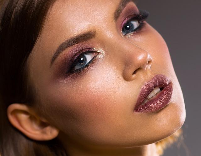 Зачем нужен макияж и как его нанести?