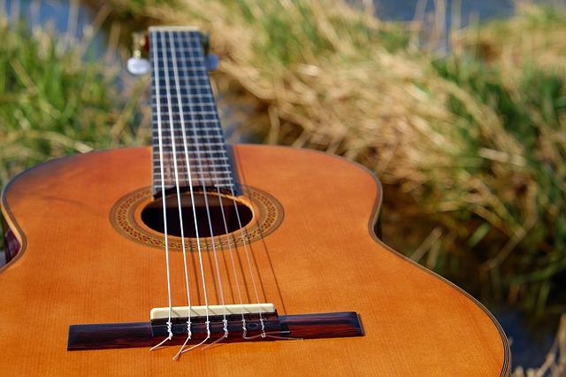 Курсы игры на гитаре в Чехове для детей