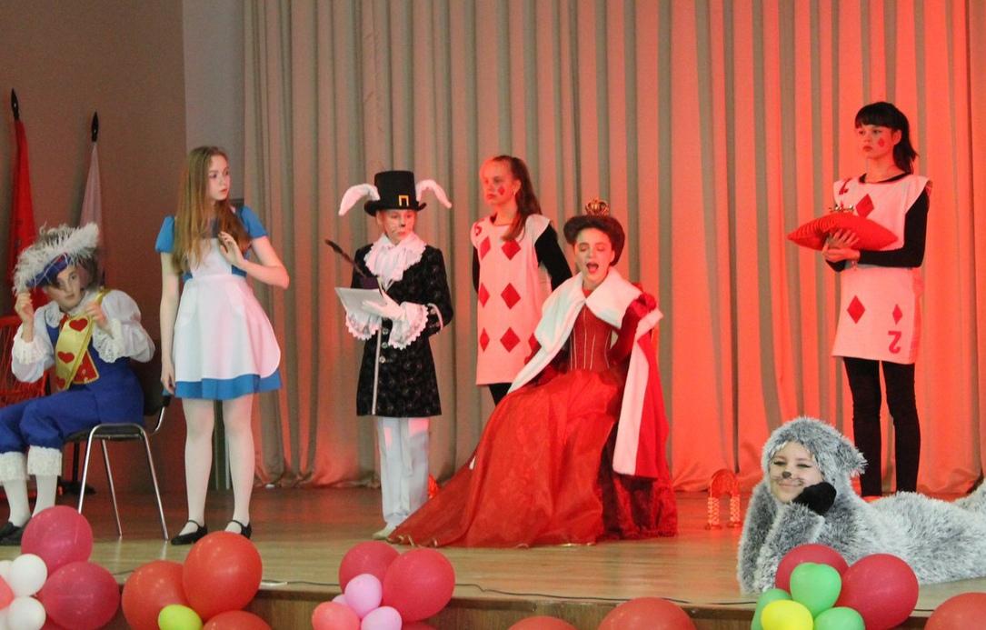 Спектакль для детей «Алиса в Зазеркалье»